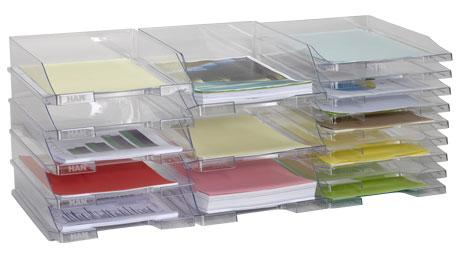 Stapelbare transparente Briefablagen in drei verschiedenen Höhen