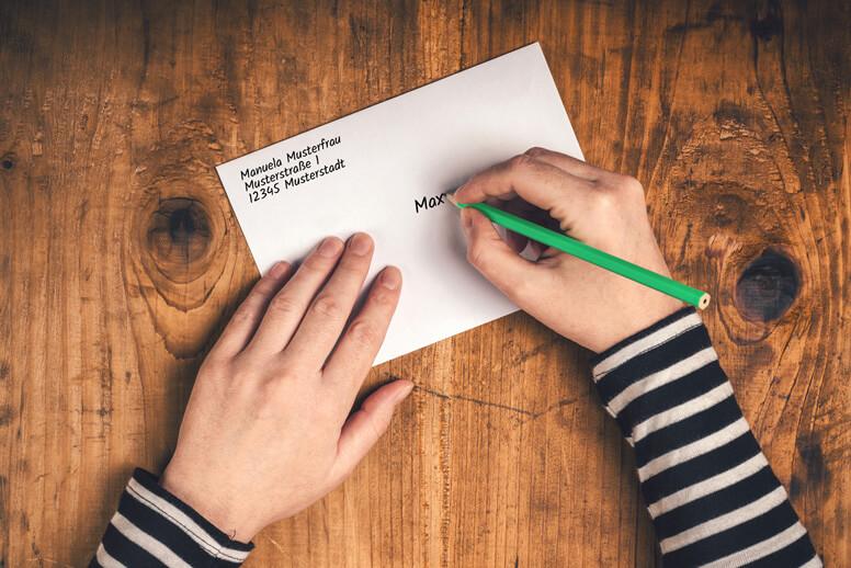 Briefumschlag von Hand beschriften