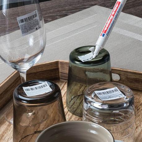 Lösen von permanent haftenden Etiketten mit Edding Etikettenlöser