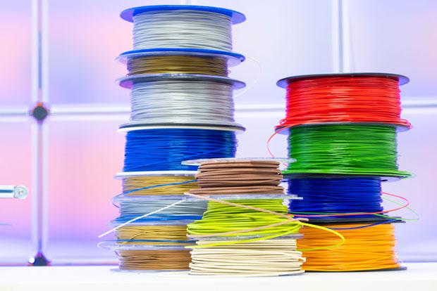 Gestapelte Filament-Rollen für 3D-Drucker