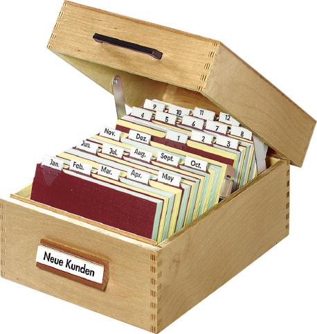 Geöffneter Karteikasten aus Holz