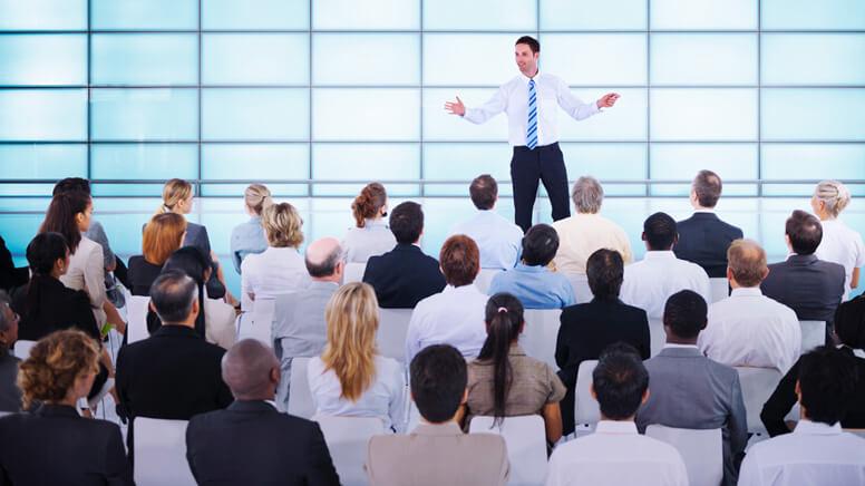 Farbige Konferenzstühle ohne Rollen