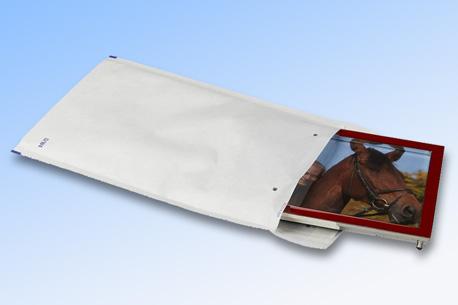 Weiße Luftpolsterversandtasche