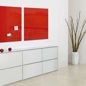 Zwei rote Glasmagnettafeln in einer Empfangshalle