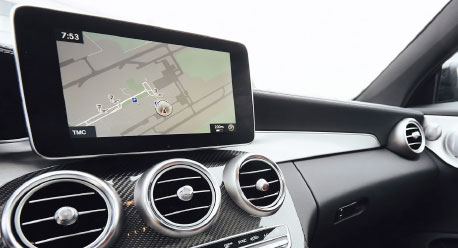 Navigationsgerät in Auto