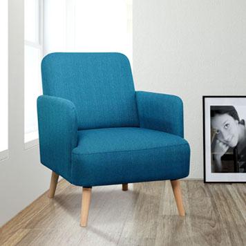 Klassischer Sessel in einem lichtdurcjflutetem Raum