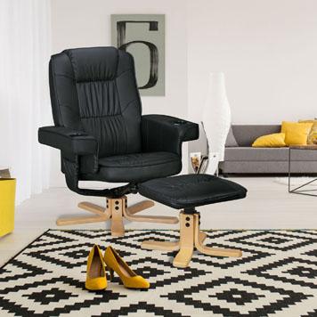 Wohnzimmer mit einem Sessel-Hocker Duo