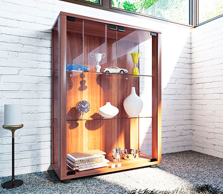 Holzvitrine im Wohnzimmer