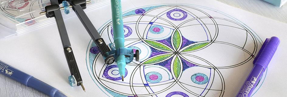 Buntes Mandala erstellt mit einem Zirkel