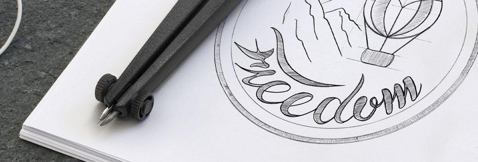 Zirkel mit gezeichnetem Logo auf einem Block